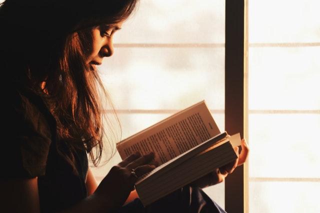 8 Alasan Mengapa Orang yang Suka Baca Buku Berpeluang Meraih Sukses Lebih Besar