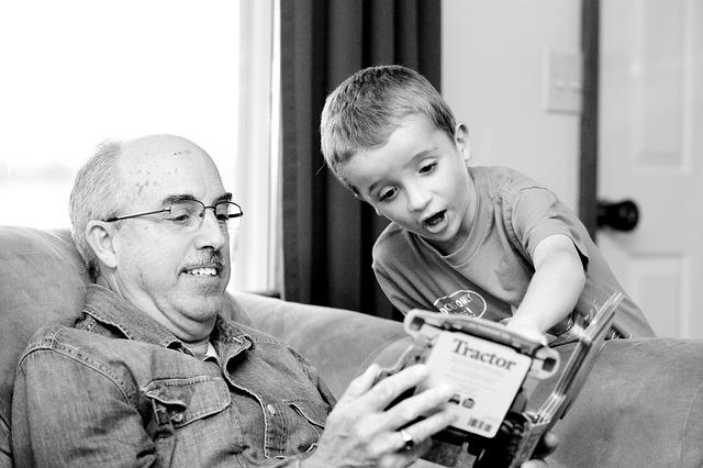 Menitipkan Anak pada Kakek dan Nenek? 3 Hal Besar ini Harus Diperhatikan Benar