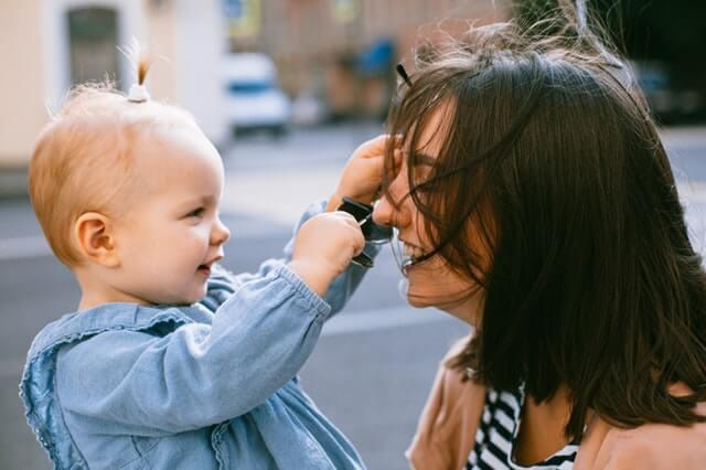 Meski Sudah Punya Anak, Ini Dia 5 Alasan Ibu Tetap Bekerja