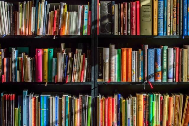 3 Langkah Menyusun Rak Buku dengan Rapi dan Menarik