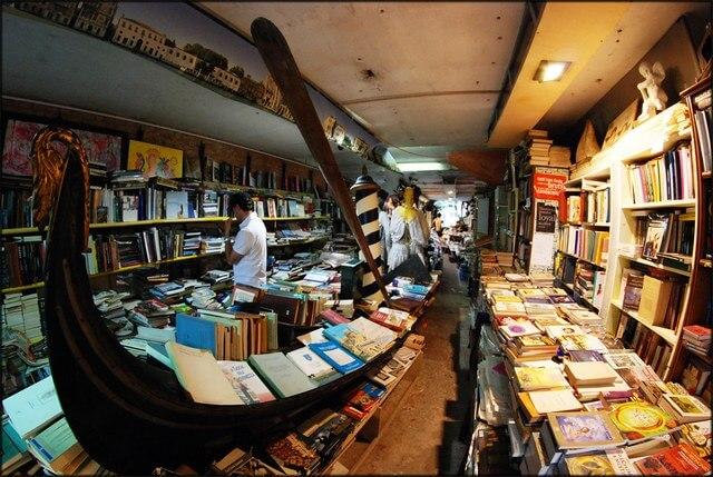 Toko buku Libreria Acqua Alta